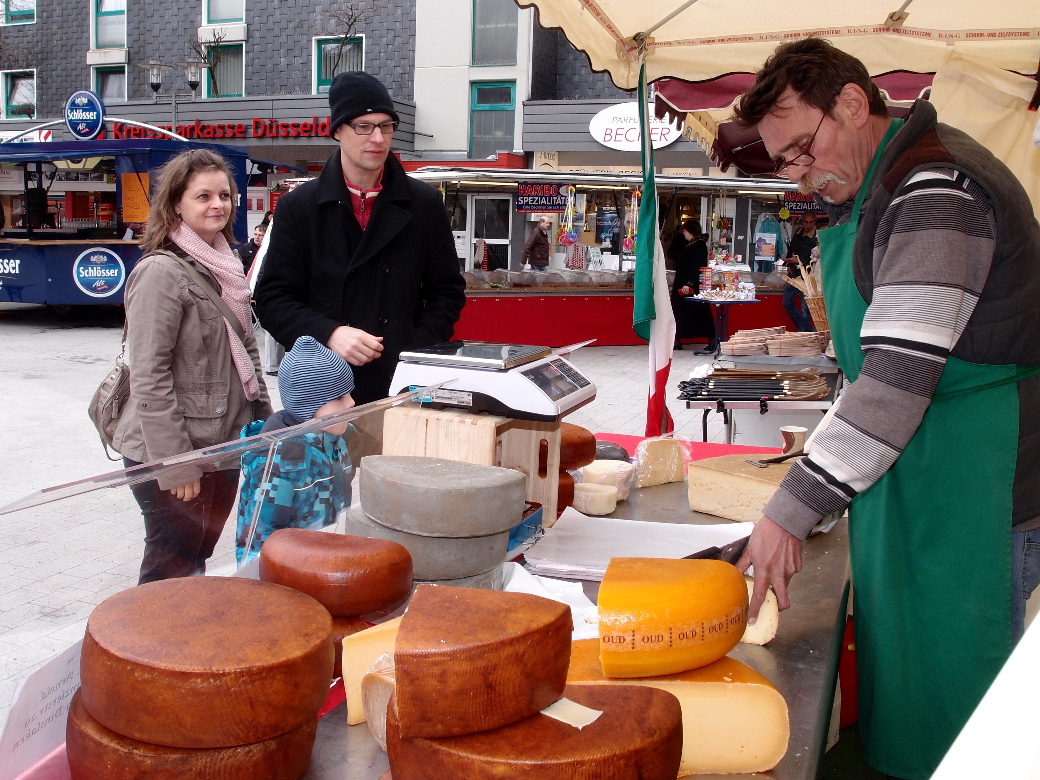 Hochdahler Markt Käsestand